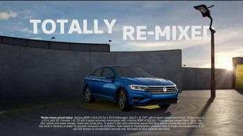 2019 Volkswagen Jetta TV Spot, 'Remix' Song by Oliver [T1] - Thumbnail 8