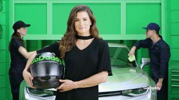 GoDaddy TV Spot, 'Idea real: 99 centavos' con Danica Patrick [Spanish] - 7690 commercial airings