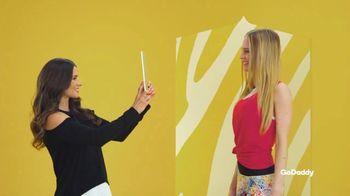 GoDaddy TV Spot, 'Idea real: 99 centavos' con Danica Patrick [Spanish] - Thumbnail 3