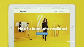 GoDaddy TV Spot, 'Idea real: 99 centavos' con Danica Patrick [Spanish] - Thumbnail 7