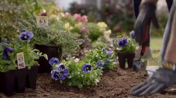 Lowe's Memorial Day Savings TV Spot, 'The Moment: Gardening Gene' - Thumbnail 7