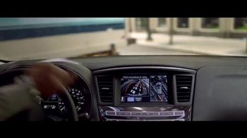 2018 Infiniti QX60 TV Spot, 'On the Run' [T2] - Thumbnail 4