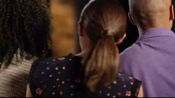 Outback Steakhouse Aussie 4-Course Meal TV Spot, 'The Middle Seat: Lunch' - Thumbnail 2