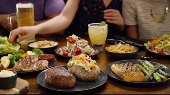 Outback Steakhouse Aussie 4-Course Meal TV Spot, 'The Middle Seat: Lunch' - Thumbnail 3