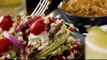 Outback Steakhouse Aussie 4-Course Meal TV Spot, 'The Middle Seat: Lunch' - Thumbnail 5