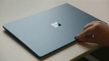 Microsoft Surface TV Spot, 'Courtney Quinn: descuento' [Spanish] - Thumbnail 1