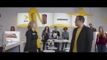 Sprint iPhone Season TV Spot, 'Party On' - Thumbnail 8