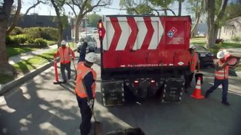 Domino's Paving for Pizza TV Spot, 'Calles dañadas' [Spanish] - Thumbnail 5
