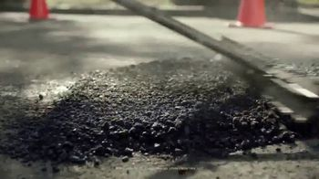 Domino's Paving for Pizza TV Spot, 'Calles dañadas' [Spanish] - Thumbnail 7