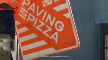 Domino's Paving for Pizza TV Spot, 'Repartidores expertos' [Spanish] - Thumbnail 5