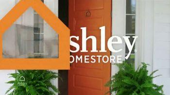 Ashley HomeStore Columbus Day Sale TV Spot, 'Discover Savings: Sofa' - Thumbnail 2