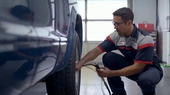 SpeeDee Oil Change TV Spot, 'Artist' - Thumbnail 6
