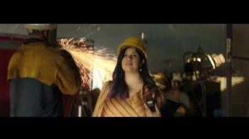 Macy's Venta de Moda de Otoño TV Spot, 'Estilos que inspiran' con Becky Hammon [Spanish] - Thumbnail 7
