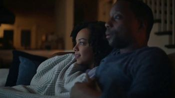 Downy Fabric Conditioner TV Spot, 'Half-Washed: Binge Watching Blanket' - Thumbnail 3