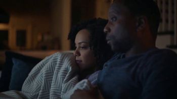 Downy Fabric Conditioner TV Spot, 'Half-Washed: Binge Watching Blanket' - Thumbnail 4