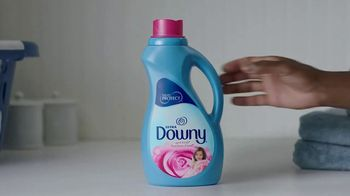 Downy Fabric Conditioner TV Spot, 'Half-Washed: Binge Watching Blanket' - Thumbnail 7