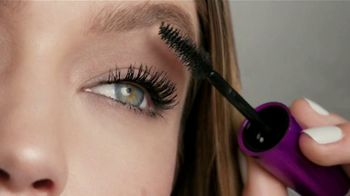 Maybelline New York The Falsies Mascara TV Spot, 'Volumen' [Spanish] - Thumbnail 5