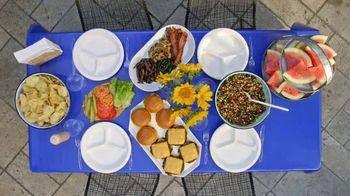 Chinet TV Spot, 'Food Network: Easy Outdoor Entertaining' - Thumbnail 8
