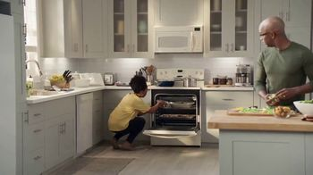 Lowe's 4th of July Savings TV Spot, 'The Moment: Appliances' - Thumbnail 2