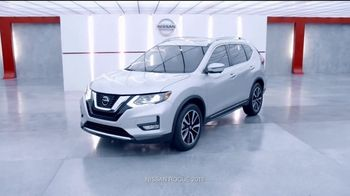 2018 Nissan Rogue TV Spot, 'Mantener la distancia' con Manuel Sol [Spanish] [T1] - Thumbnail 10