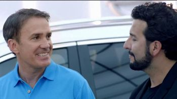 2018 Nissan Rogue TV Spot, 'Mantener la distancia' con Manuel Sol [Spanish] [T1] - Thumbnail 5