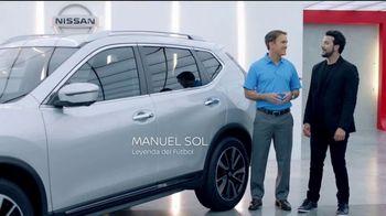 2018 Nissan Rogue TV Spot, 'Mantener la distancia' con Manuel Sol [Spanish] [T1] - 2 commercial airings