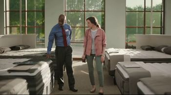 Havertys Independence Day Mattress Sale TV Spot, 'Crowded Bed' - Thumbnail 5
