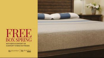 Havertys Independence Day Mattress Sale TV Spot, 'Crowded Bed' - Thumbnail 7