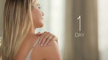 Aveeno Daily Lotion TV Spot, 'Time is Valuable' Featuring Jennifer Aniston - Thumbnail 5