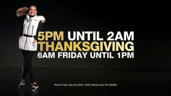 Macy's Black Friday Free Doorbusters TV Spot, 'Hurry In' - Thumbnail 2
