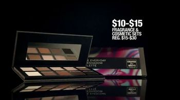 Macy's Black Friday Doorbusters TV Spot, 'Coats, Fragrances, Cosmetics and Cashmere Sweaters' - Thumbnail 7