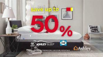 Ashley HomeStore Black Friday Mattress Sale TV Spot, 'Free Box Spring' - Thumbnail 3