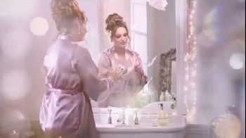 Baylis & Harding TV Spot, '2018 Christmas' Featuring Kelly Brook, Song by Jessie J - Thumbnail 2