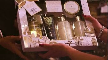 Baylis & Harding TV Spot, '2018 Christmas' Featuring Kelly Brook, Song by Jessie J - Thumbnail 9