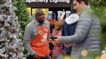 The Home Depot Black Friday Savings TV Spot, 'Toques mágicos: inflables' [Spanish] - Thumbnail 1