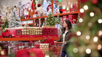 The Home Depot Black Friday Savings TV Spot, 'Toques mágicos: inflables' [Spanish] - Thumbnail 4