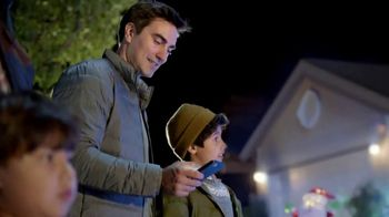 The Home Depot Black Friday Savings TV Spot, 'Toques mágicos: inflables' [Spanish] - Thumbnail 6