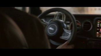 Jeep Black Friday Sales Event TV Spot, 'No Limit' Song by Black Rebel Motorcycle Club [T2] - Thumbnail 3