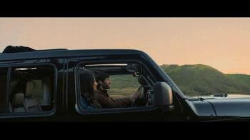 Jeep Black Friday Sales Event TV Spot, 'No Limit' Song by Black Rebel Motorcycle Club [T2] - Thumbnail 6