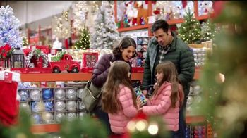 The Home Depot TV Spot, 'Holidays: arretes de luces' [Spanish] - Thumbnail 3