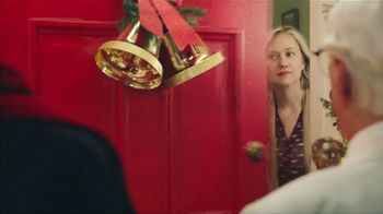KFC $20 Fill Up TV Spot, '2018 Holidays: Carolers' - Thumbnail 2