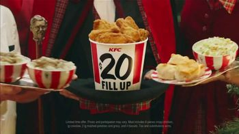 KFC $20 Fill Up TV Spot, '2018 Holidays: Carolers' - Thumbnail 5