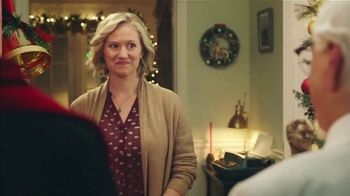 KFC $20 Fill Up TV Spot, '2018 Holidays: Carolers' - Thumbnail 9