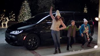 2018 Chrysler Pacifica TV Spot, 'Let's Do This: Caroling' Featuring Kathryn Hahn [T2]