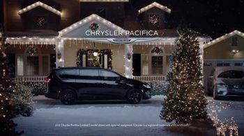 2018 Chrysler Pacifica TV Spot, 'Let's Do This: Caroling' Featuring Kathryn Hahn [T2] - Thumbnail 7