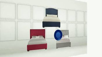 Rooms to Go Holiday Sale TV Spot, 'Upholstered Queen Beds' - Thumbnail 3