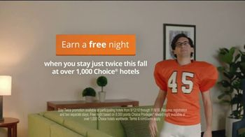 Choice Hotels Fall Travel Deal TV Spot, 'Touchdown' - Thumbnail 6