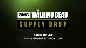 AMC The Walking Dead Supply Drop TV Spot, 'Ezekiel Unboxes Supplies' - Thumbnail 9