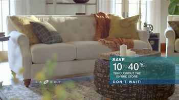 La-Z-Boy Super Sofa Sale TV Spot, 'Don't Wait' - Thumbnail 6