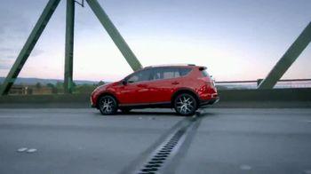 2018 Toyota RAV4 TV Spot, 'Life of Adventure' [T1] - Thumbnail 4
